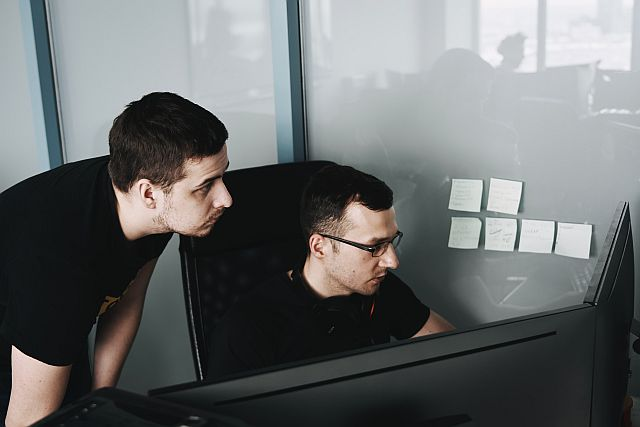 Outsourcing IT jakie są plusy przy umowy na informatyczną obsługę firmy.